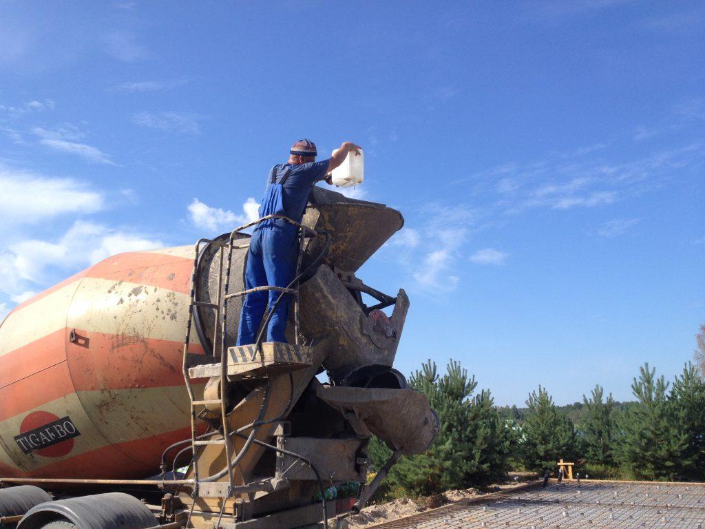 21Добавка присадки в бетонную смесь_21